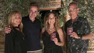 فيديو: توم هانكس وزوجته يحصلان على الجنسية اليونانية