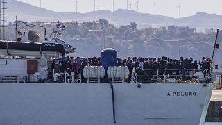 Migrants et Covid-19 à Lampedusa : le maire de la petite île italienne ne peut pas faire face