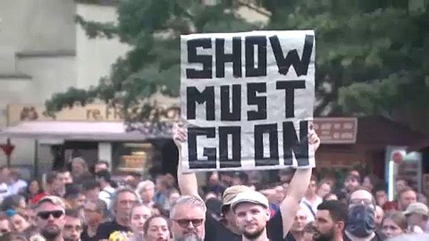 Cseh zenészek tüntettek hétfőn Prágában,