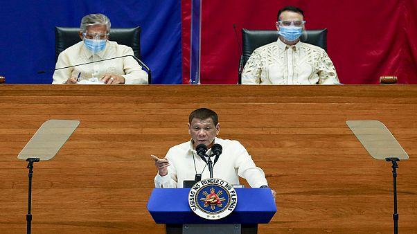 الرئيس الفليبيني رودريغو دوتيرتي يتحدث في برلمان بلاده