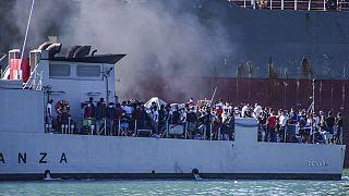 Indulatos tüntetések az illegális migráció ellen Dél-Európában
