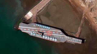 İran'dan tatbikat sinyali: Hürmüz Boğazı'na maket uçak gemisi konuşlandırıldı