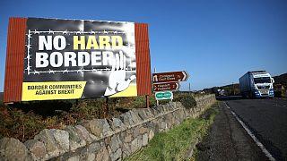 Camiões circulam junto a Newry, na estrada que cruza a fronteira e liga Belfast a Dublin