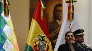 Βολιβία: Η μεταβατική πρόεδρος «γυρίζει στη δουλειά»