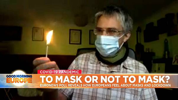 Dr. Simon Kolstoe, senior lecturer in evidence-based healthcare at the University of Portsmouth, tried on Euronews to blow out a match while wearing a surgical mask