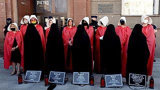 attiviste polacche protestano contro l'abbandono della convenzione