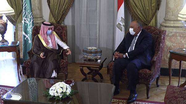 Mısır ve Suudi Arabistan dışişleri bakanları Kahire'de buluştu