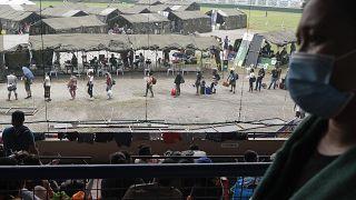 فيديو: المئات من العالقين بملعب رياضي في الفلبين يخشون الإصابة بكوفيد-19