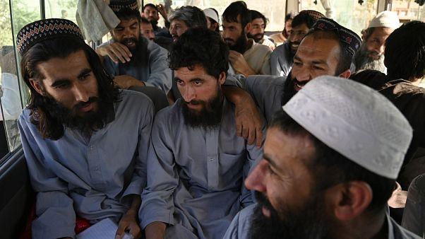 Serbest bırakılan Taliban militanları