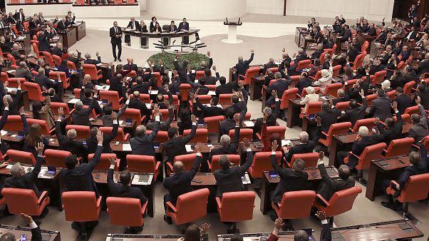 خلال تصويت سابق في البرلمان التركي حول التدخل العسكري في ليبيا