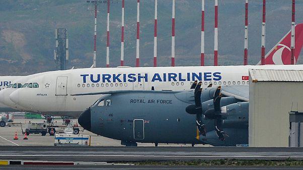 Atatürk Havalimanı'nda Nisan ayında görülen İngiliz Kraliyet Hava Kuvvetleri'ne ait uçağın koronavirüs salgınına karşı Türkiye'den sağlık malzemesi aldığı iddia edilmişti
