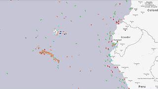Hatalmas kínai flotta halászik Galápagos mellett