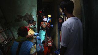 Πάνω από το 50% των κατοίκων των παραγκουπόλεων στη Βομβάη είχε μολυνθεί από τον κορονοϊό
