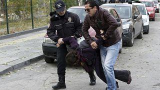 Ankara'da gözaltına alınan bir gösterici (arşiv)