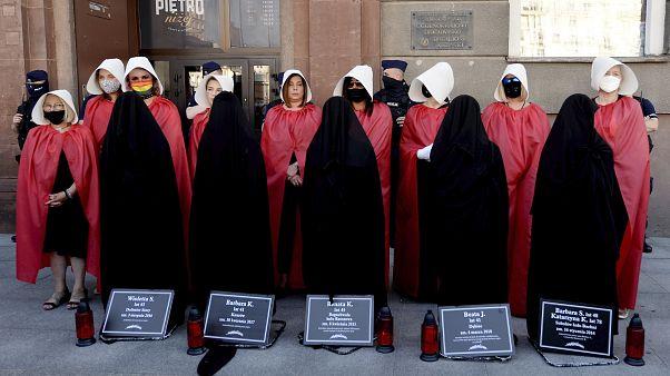 """Γαλλία: Η Πολωνία θα αντιμετωπίσει """"συνέπειες"""" αν αποσυρθεί από τη Σύμβαση της Κωνσταντινούπολης"""