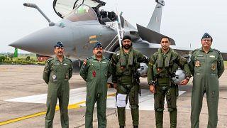 Les pilotes indiens prennent possession de leurs nouveaux appareils