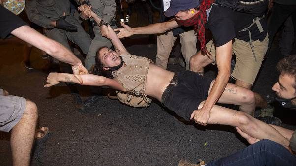 محاملات الأمن تفريق المتظاهرين ضد نتنياهو