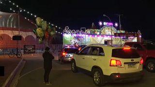 """Un cirque en """"drive-in"""" à Rio de Janeiro"""