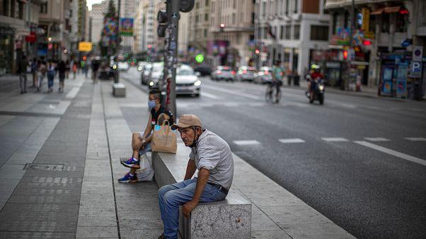 El Gobierno regional de Madrid obliga a usar la mascarilla en los espacios públicos