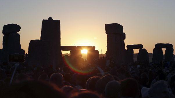 Stonehenge al alba en el solsticio de verano del 21 de junio de 2019