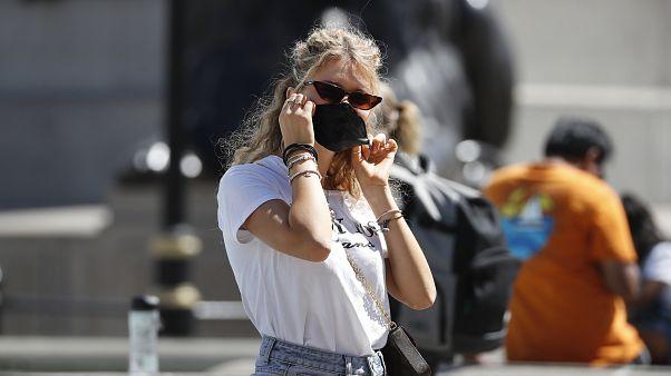 Διχασμένη η βρετανική κοινωνία για την χρήση μάσκας