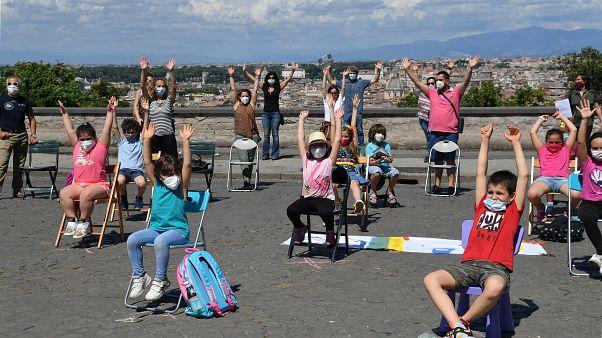Un flashmob a Roma per chiedere la riapertura delle scuole