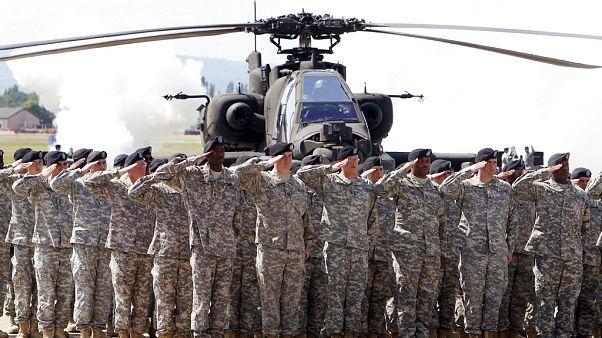 Almanya'da görev yapan NATO askerleri tatbikat esnasında.