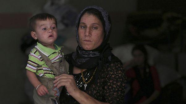 يزيدية فرّت مع أسرتها من المعارك إلى شمال بغداد (صورة من الأرشيف - 2014)