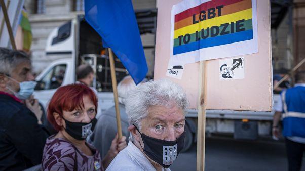 """Зоны """"без ЛГБТ-идеологии"""" в Польше лишаются финансирования"""