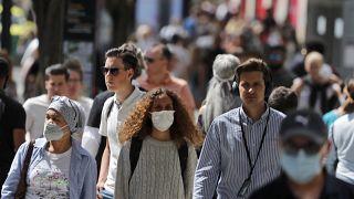 ¿Por qué les cuesta a los británicos llevar mascarilla?