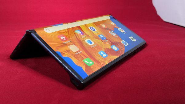 """""""مايت إكس إس""""، أحد الهواتف الذكية التي تنتجها هواوي الصينية"""