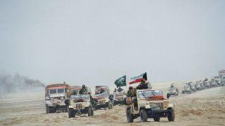 قوات كويتية متجهة إلى العاصمة الكويت أثناء عملية تحرير البلاد من الاحتلال العراقي والتي تمّت في العام ١٩٩١