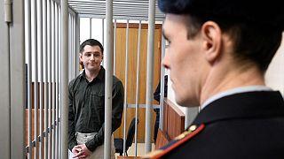 الجندي السابق في البحرية الأمريكية تريفور ريد أثناء مثوله أمام المحكمة في موسكو