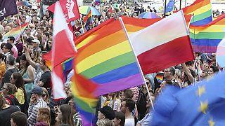 نقض حقوق دگرباشان جنسی برنامه اصلاح ساختار ۶ شهر لهستان را متوقف کرد