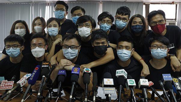 Hong Kong'da aralarında aktivist Joshua Wong'un da bulunduğu demokrasi yanlısı 12 muhalefet adayı Yasama Konseyi seçimlerinden men edildi