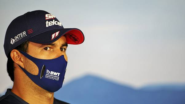 Sergio Pérez con la mascherina durante il GP d'Ungheria.