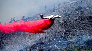 شاهد: طائرات ضخمة تشارك  في عمليات إطفاء حرائق الغابات في كاليفورنيا
