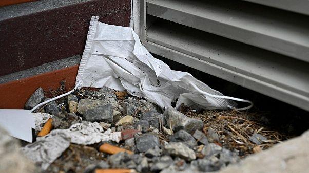 حدود یک سوم فرانسویها از پنجره خودرو آشغال به بیرون پرتاب میکنند