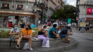 """كورونا.. مدريد تعمل على تطوير """"جواز المرور المناعي"""" المثير للجدل"""