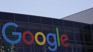 شعار غوغل أحد شركات مجموعة ألفابت
