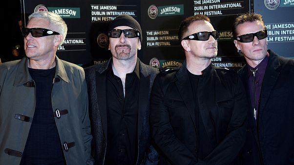 Nagy összeggel támogatja a U2 a könnyűzenészeket