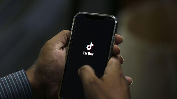 حظر تطبيقي تيك توك ووي تشات الصينيين في الولايات المتحدة اعتباراً من الأحد