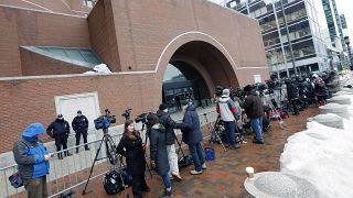 صورة من الأرشيف- أعضاء وسائل الإعلام خارج المحكمة الفيدرالية، في بوسطن، في اليوم الأول من محاكمة المشتبه به في تفجير ماراثون بوسطن
