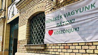 Köszönetnyilvánítás a budapesti Szent László Kórház főbejáratánál