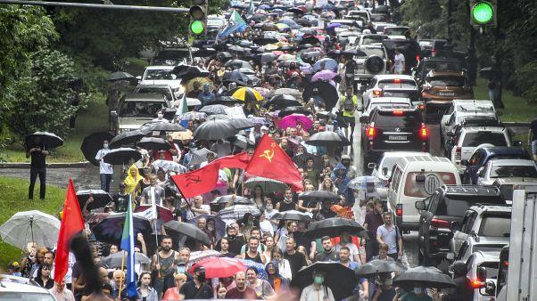 Miles de personas protestan en Rusia por la detención de un gobernador