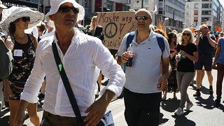Milhares pedem fim das restrições em Berlim
