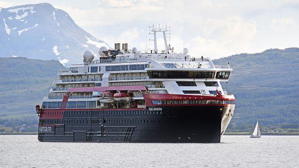 La Covid se cuela a bordo del crucero Roald Amundsen y deja a casi 400 pasajeros en cuarentena