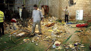 حطام في موقع انفجار قنبلة في مسجد عام 2008 في شيراز على بعد 700 كيلومتر جنوب طهران