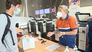 Koronavírus: tesztelnek a francia reptereken