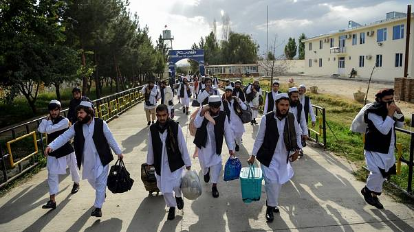 Cezaevinden serbest bırakılan Taliban üyeleri